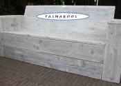 Loungebank van gebruikt steigerhout met whitewash
